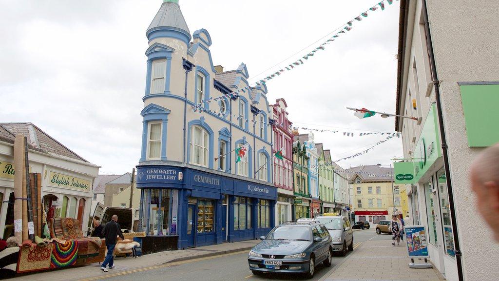 Caernarfon featuring street scenes