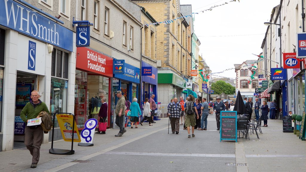 Caernarfon showing street scenes as well as a large group of people