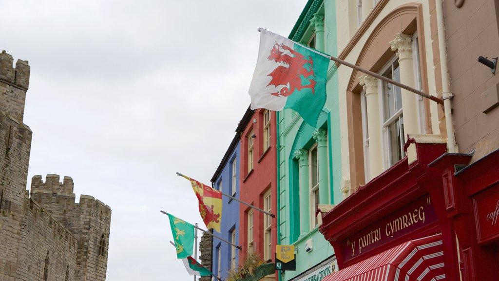 Caernarfon which includes street scenes