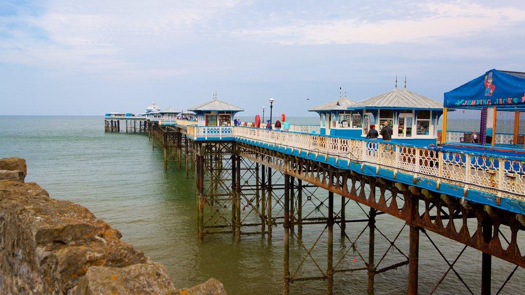 Llandudno Pier mostrando vistas generales de la costa