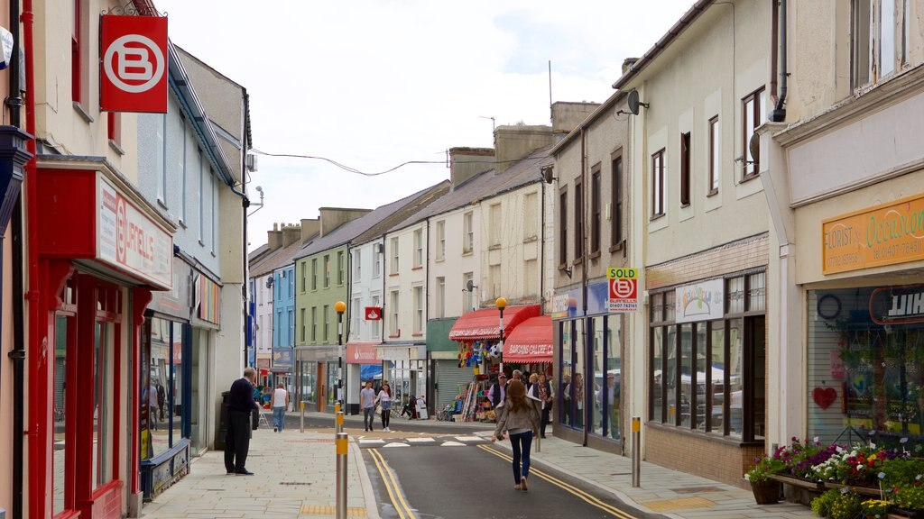 Holyhead showing street scenes