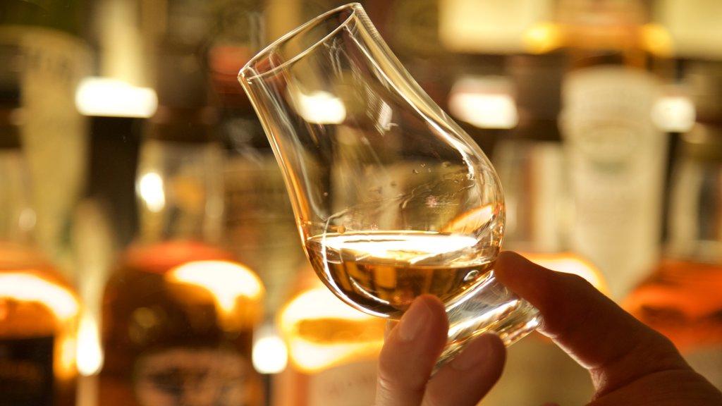 Centro del Patrimonio del Whisky Escocés mostrando refrescos o bebidas