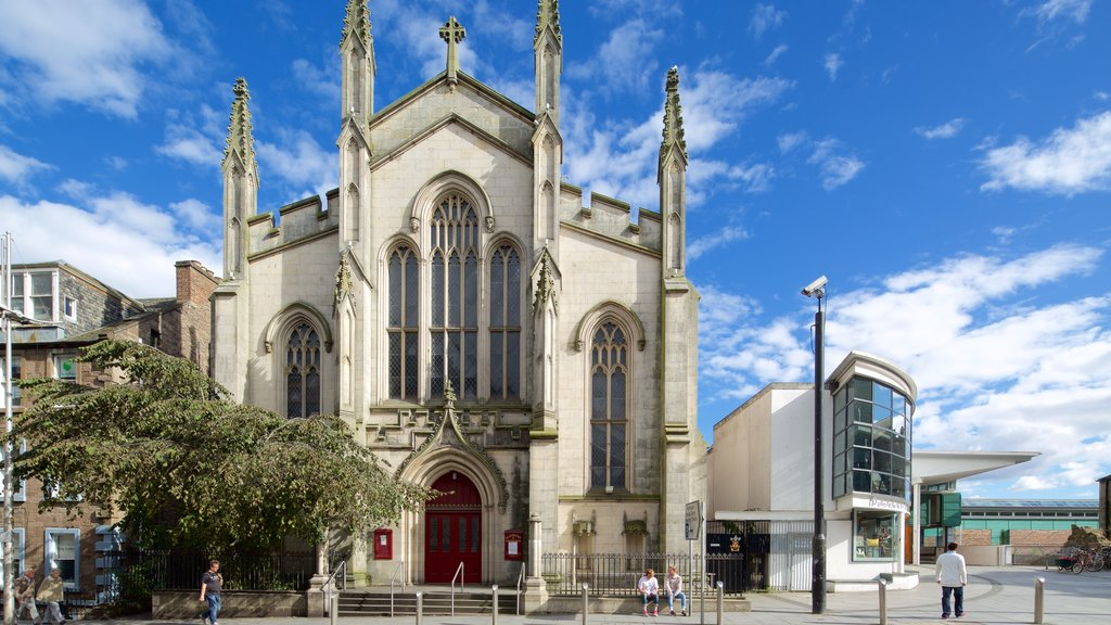 Dundee showing heritage elements, street scenes and a church or cathedral