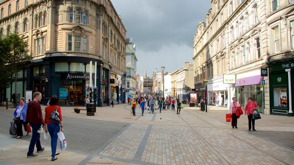 Dundee featuring street scenes, a city and shopping