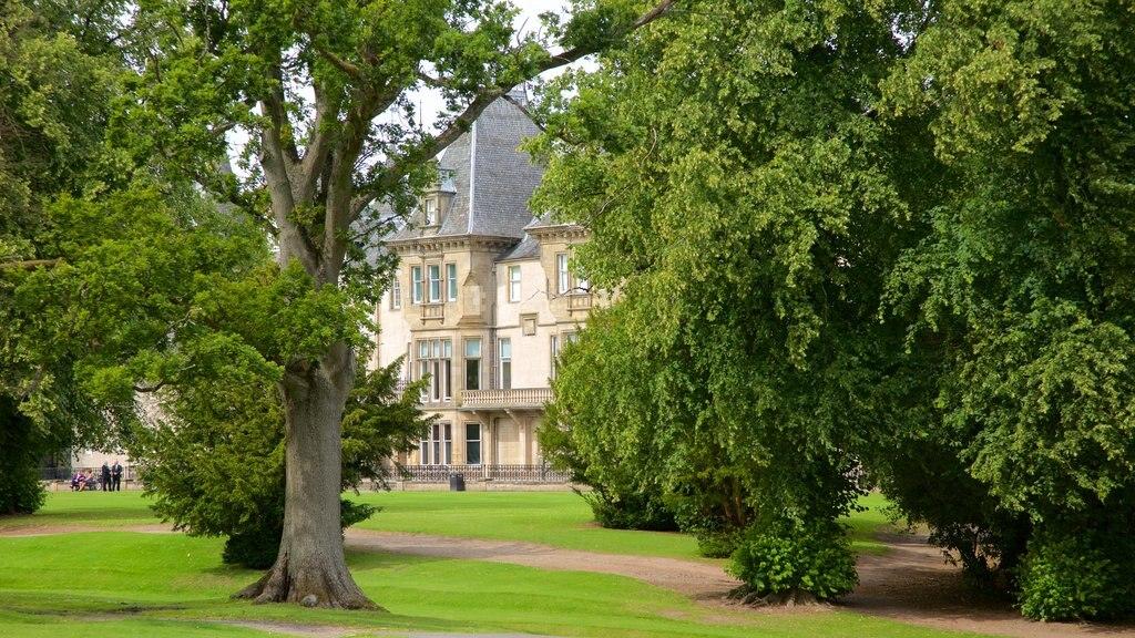 Callendar House featuring a park