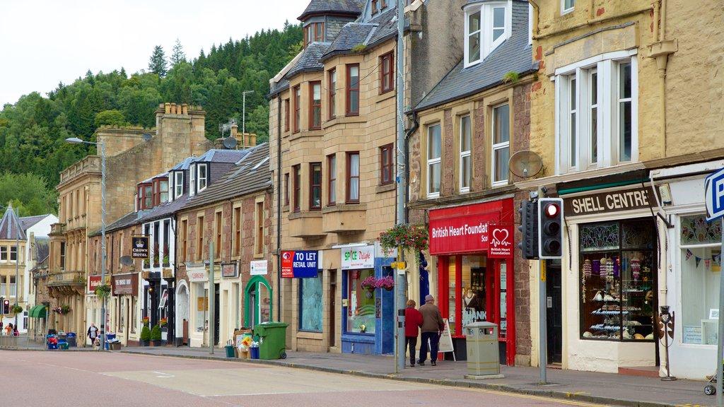 Callander which includes street scenes
