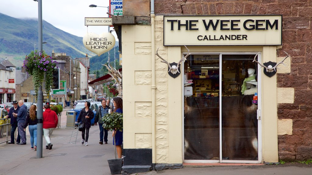 Callander showing street scenes and signage