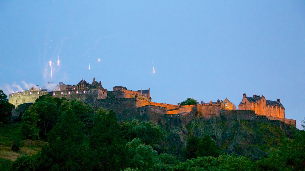 Edinburgh Castle showing a castle and heritage elements