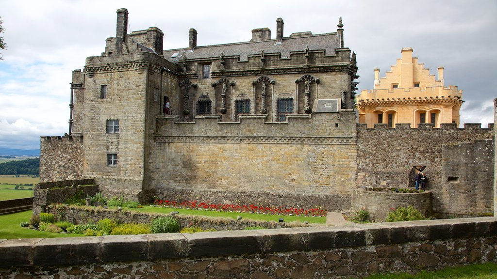 Stirling Castle showing heritage elements and a castle