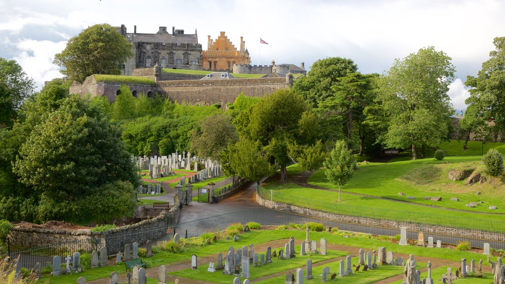 Stirling Castle showing a cemetery