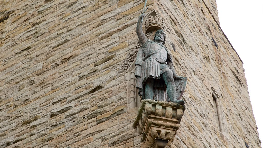 National Wallace Monument showing heritage architecture and heritage elements