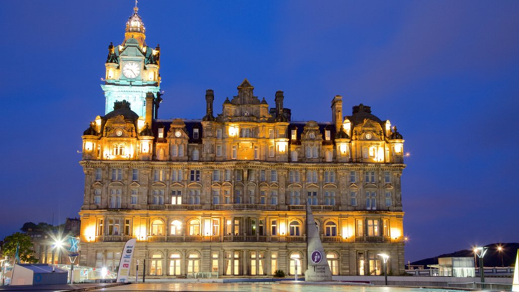 Edinburgh featuring heritage architecture and night scenes