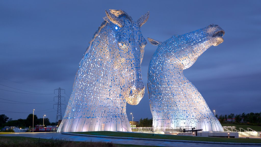 Grangemouth showing outdoor art and night scenes