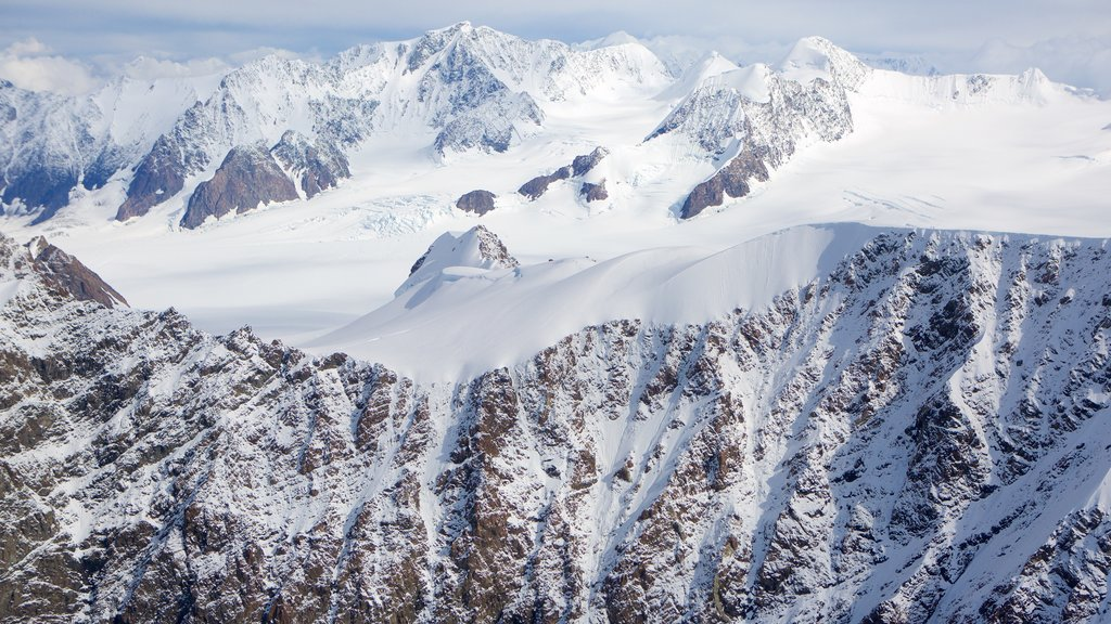 Chugach State Park showing mountains and snow