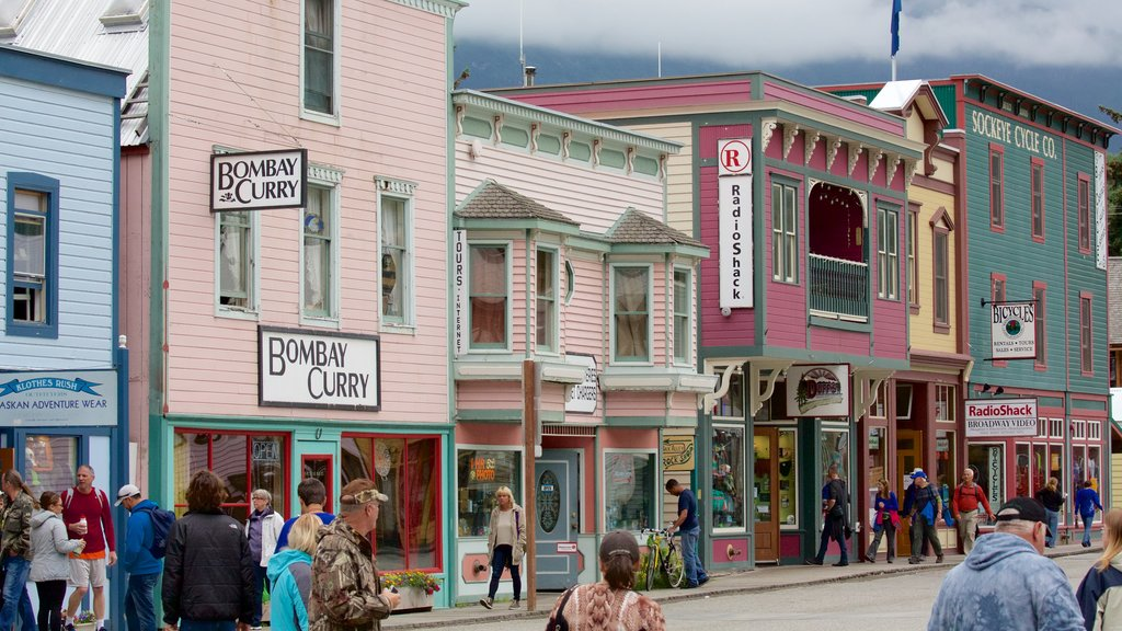Skagway showing heritage architecture as well as a large group of people