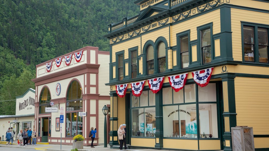 Klondike Gold Rush National Historic Park featuring a small town or village
