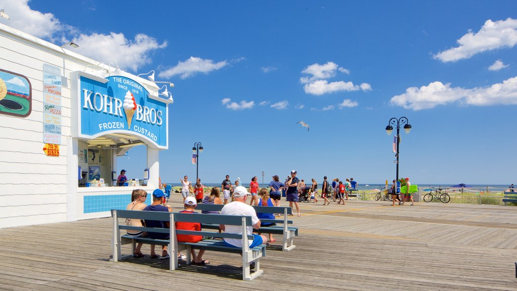 Ocean City showing outdoor eating and general coastal views as well as a large group of people