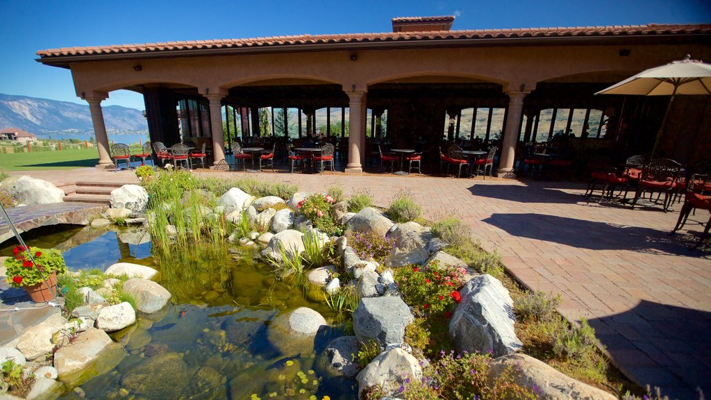 Chelan showing a pond and dining out