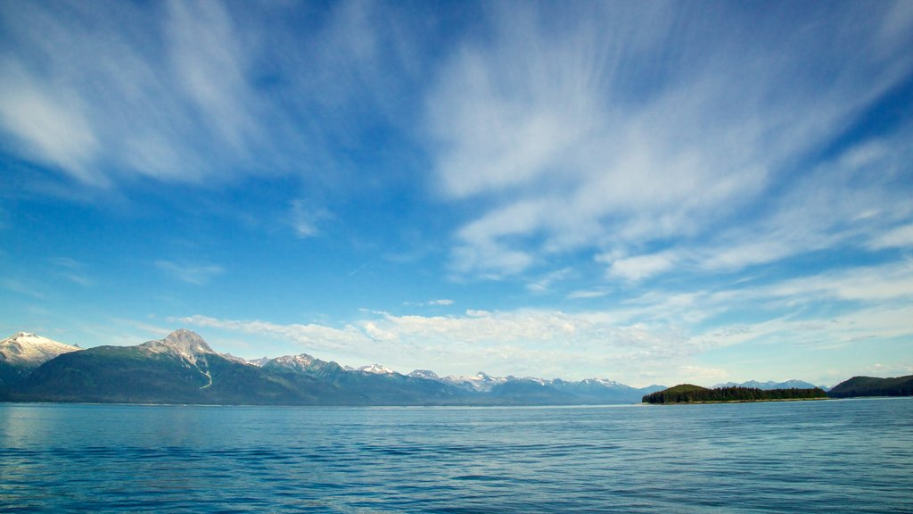 Juneau showing mountains, landscape views and a lake or waterhole