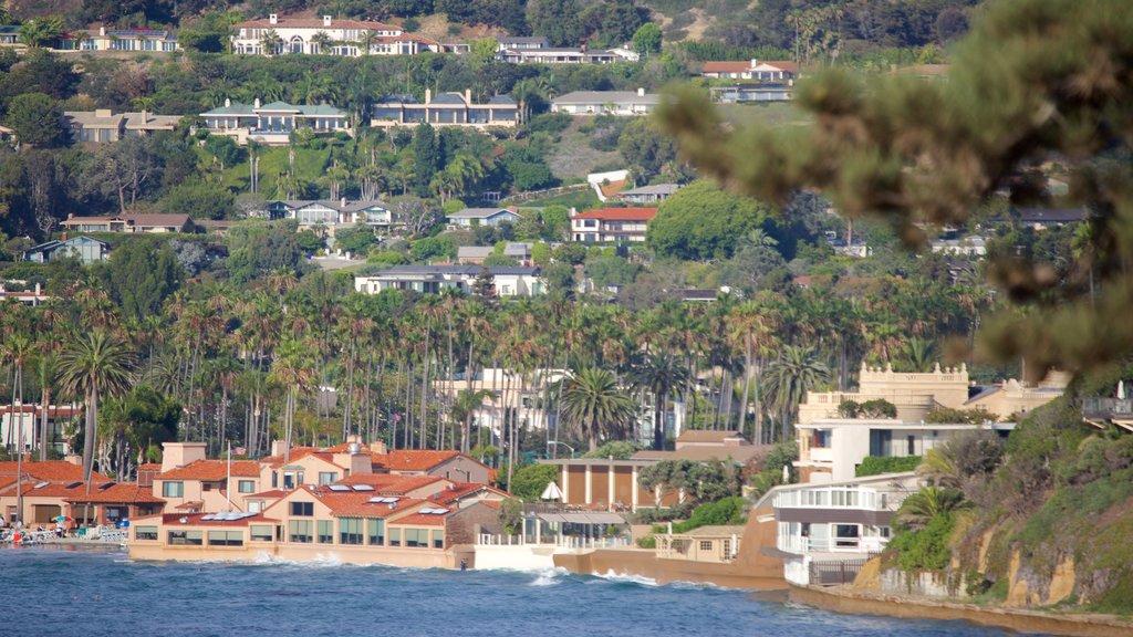 La Jolla Cove featuring a coastal town, general coastal views and tropical scenes