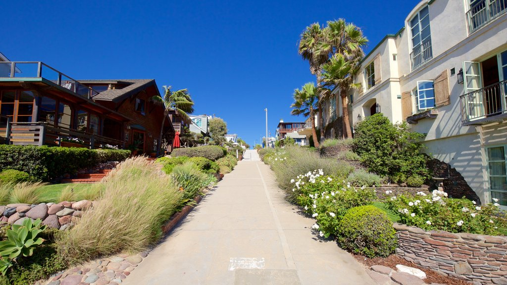 Manhattan Beach featuring a house, street scenes and a coastal town