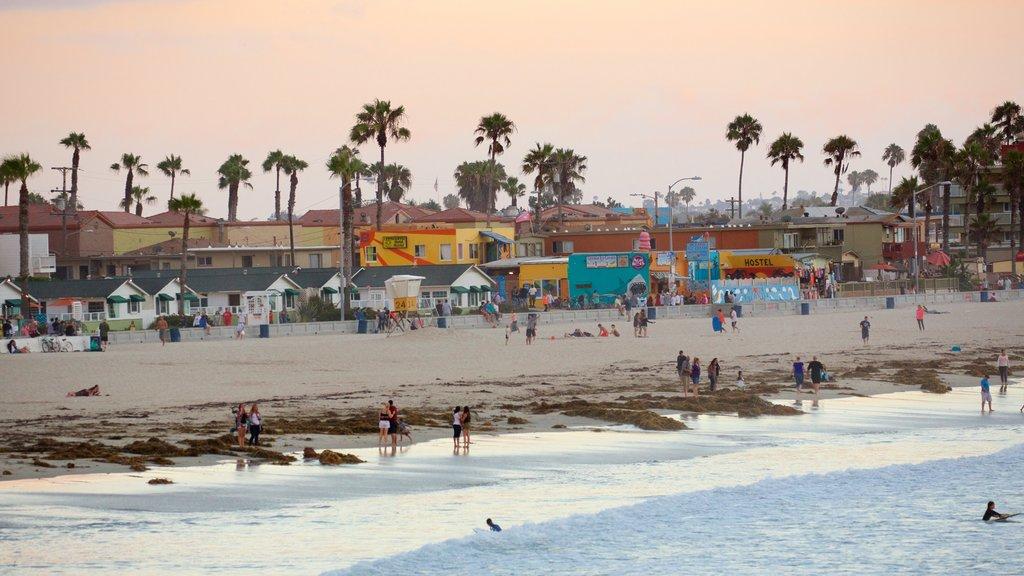 Pacific Beach Park showing a beach and a coastal town