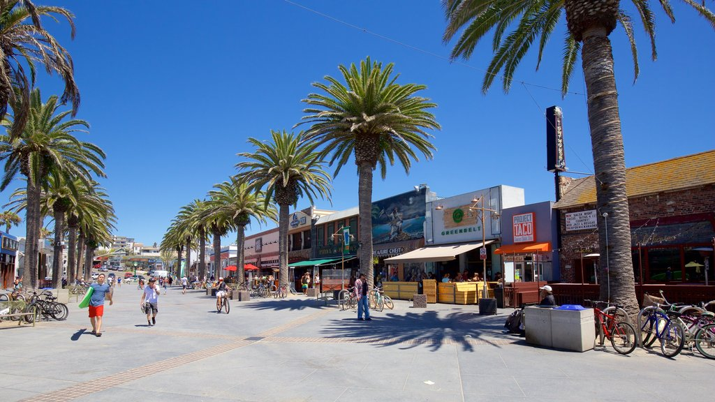 Hermosa Beach showing a coastal town