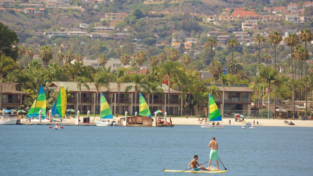 Mission Bay showing general coastal views and watersports