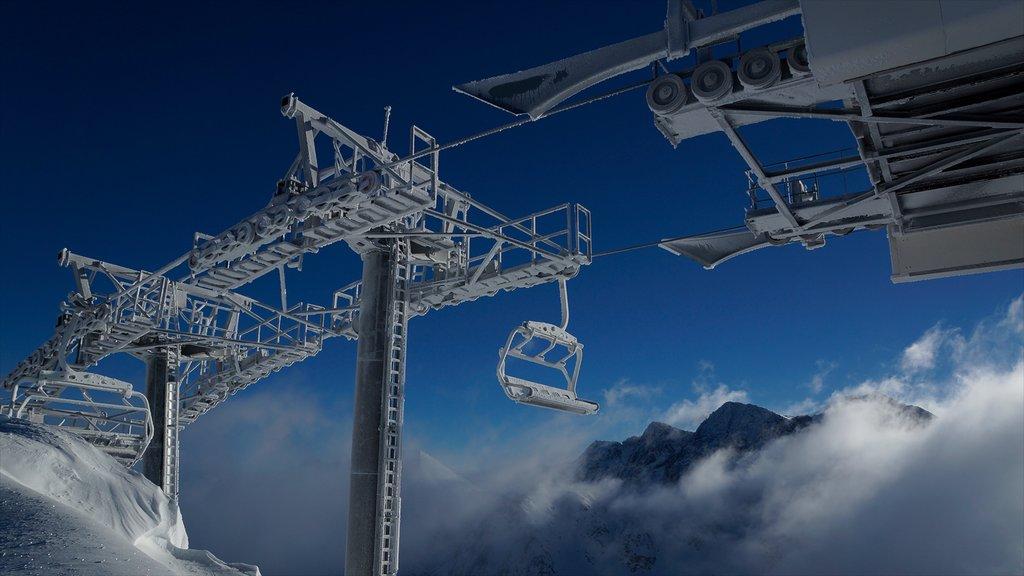 Encamp-Grandvalira Ski Area which includes snow and a gondola