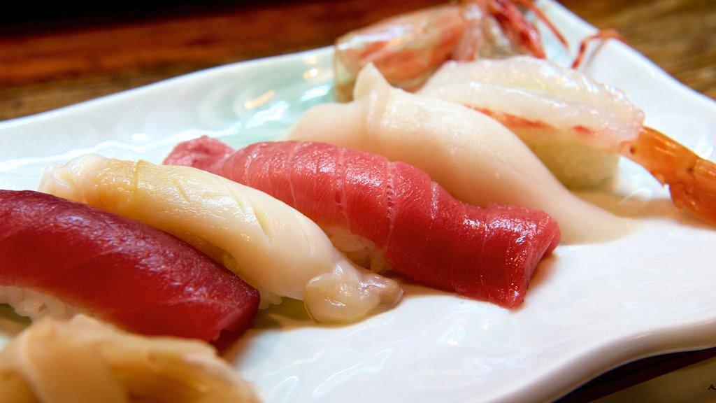 Nago showing food