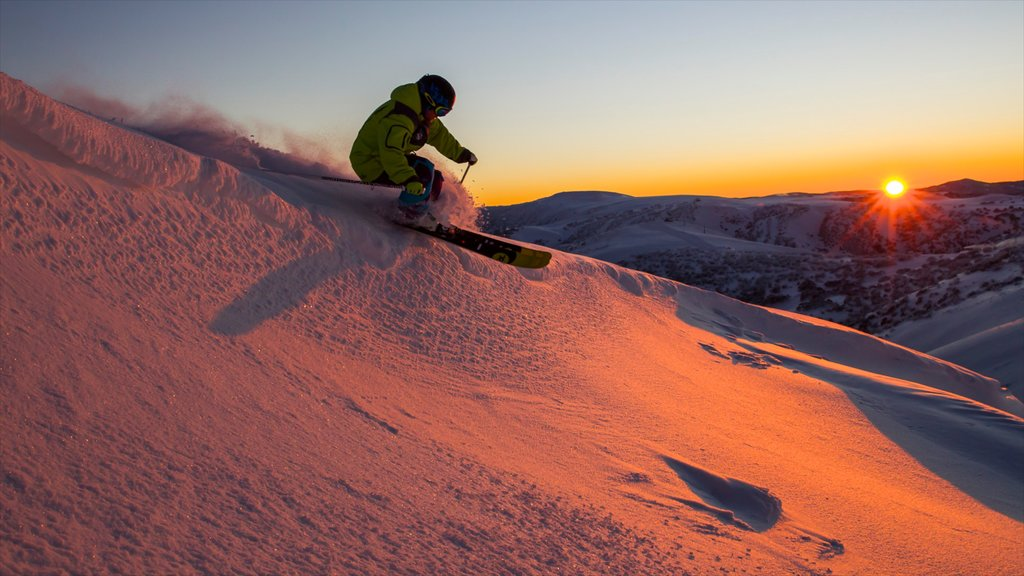 Hotham Heights showing snow skiing, snow and a sunset