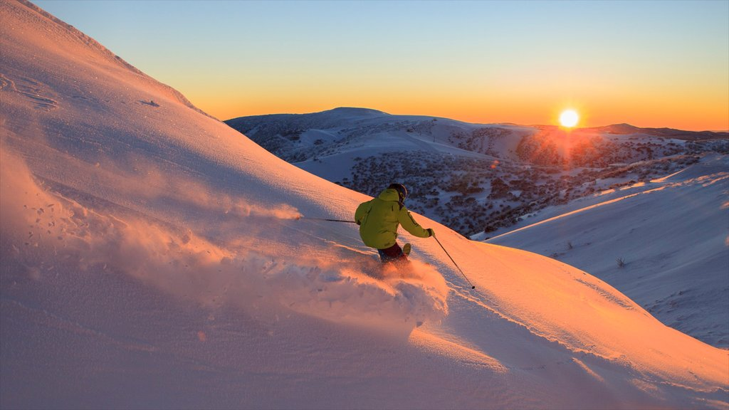 Hotham Heights which includes snow skiing, a sunset and snow