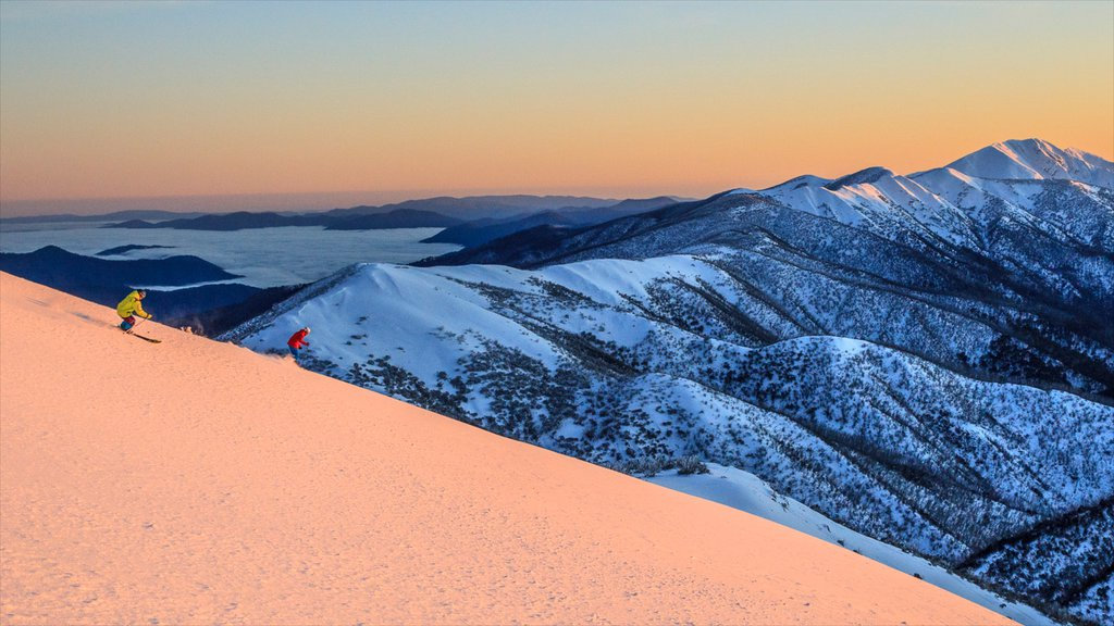 Hotham Heights which includes mountains, snow and snow skiing