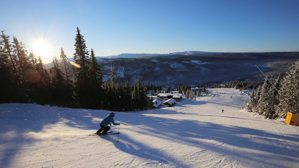 Kvitfjell showing snow skiing, a sunset and snow