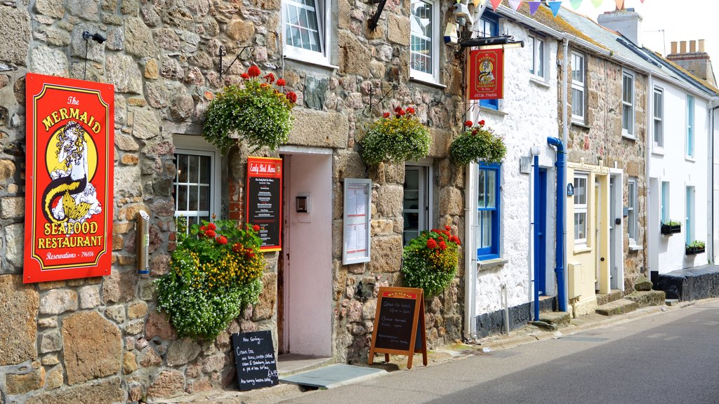 St Ives showing cafe lifestyle, flowers and a coastal town