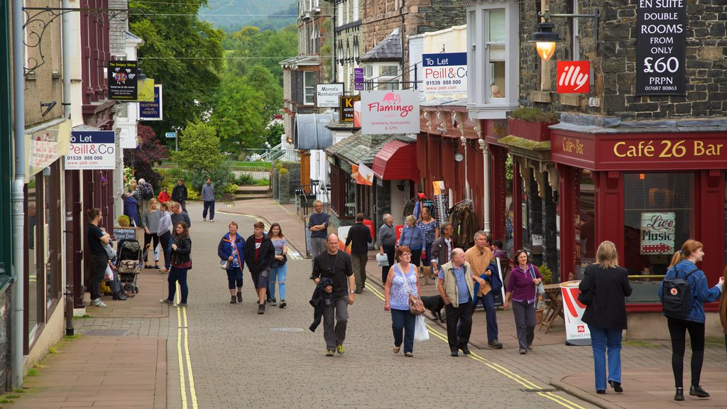 Keswick which includes a coastal town, street scenes and cafe scenes