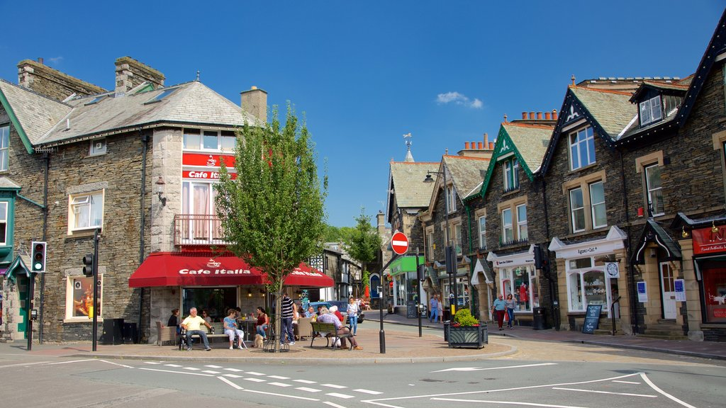 Windermere featuring heritage architecture, street scenes and cafe scenes