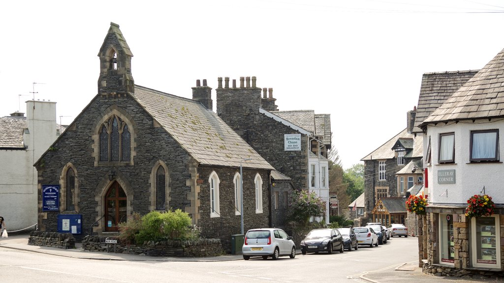 Windermere showing street scenes and a church or cathedral