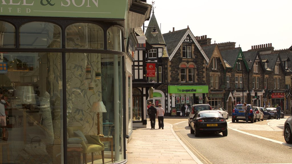 Windermere showing street scenes and a small town or village