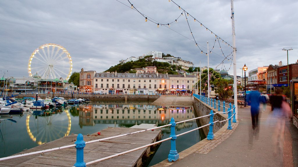Torquay showing heritage architecture, a coastal town and a marina