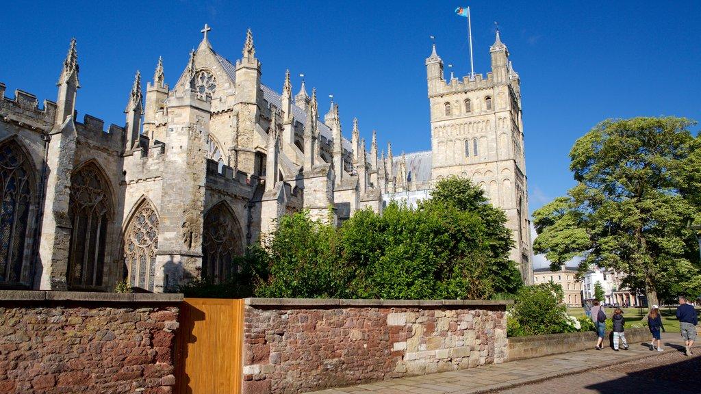 Catedral de Exeter ofreciendo una iglesia o catedral y patrimonio de arquitectura