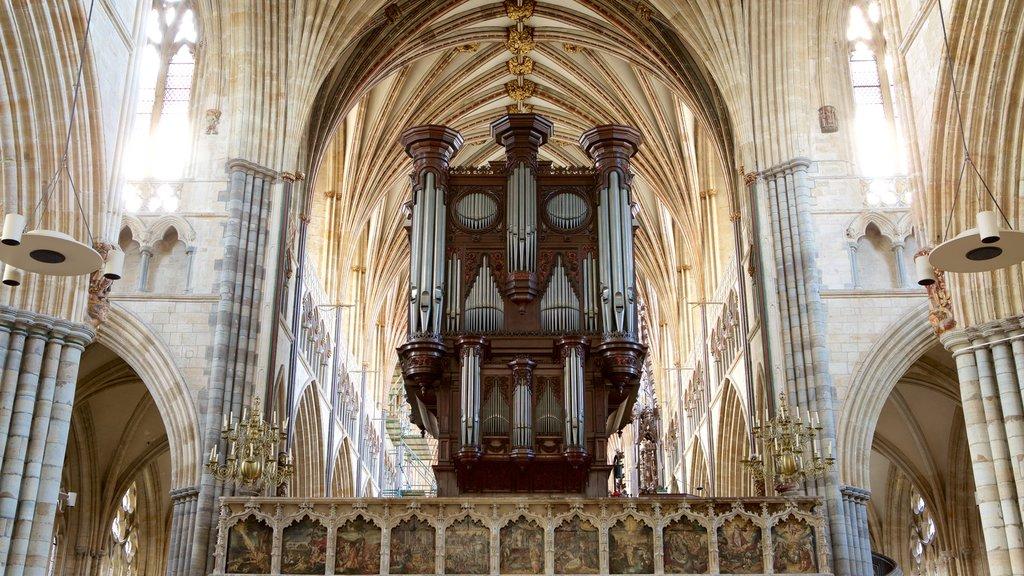 Catedral de Exeter ofreciendo patrimonio de arquitectura, vistas interiores y un castillo