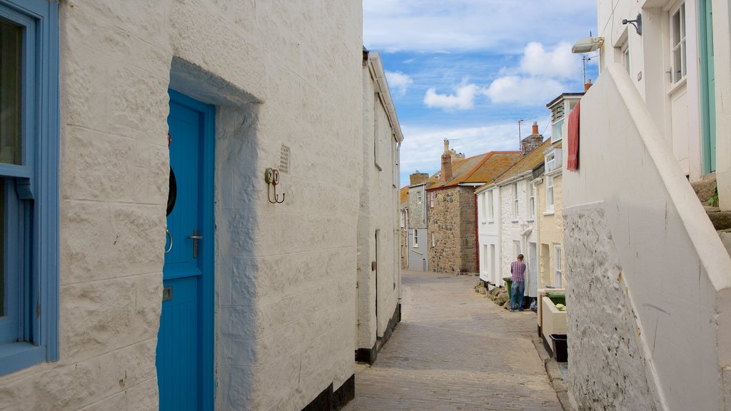 St Ives showing a coastal town and street scenes