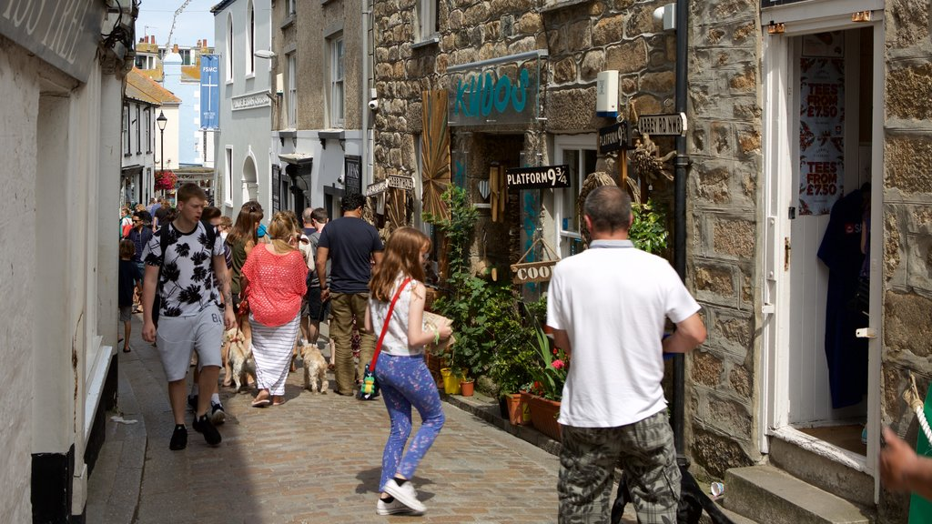 St Ives showing street scenes, shopping and a coastal town