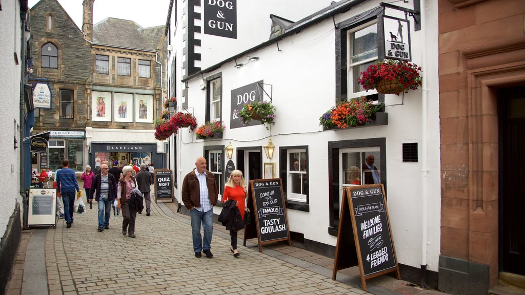 Keswick showing cafe scenes, signage and street scenes