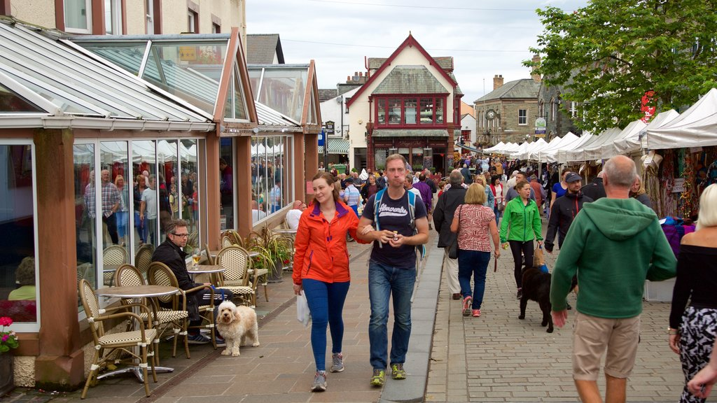 Keswick showing cafe lifestyle and street scenes as well as a large group of people