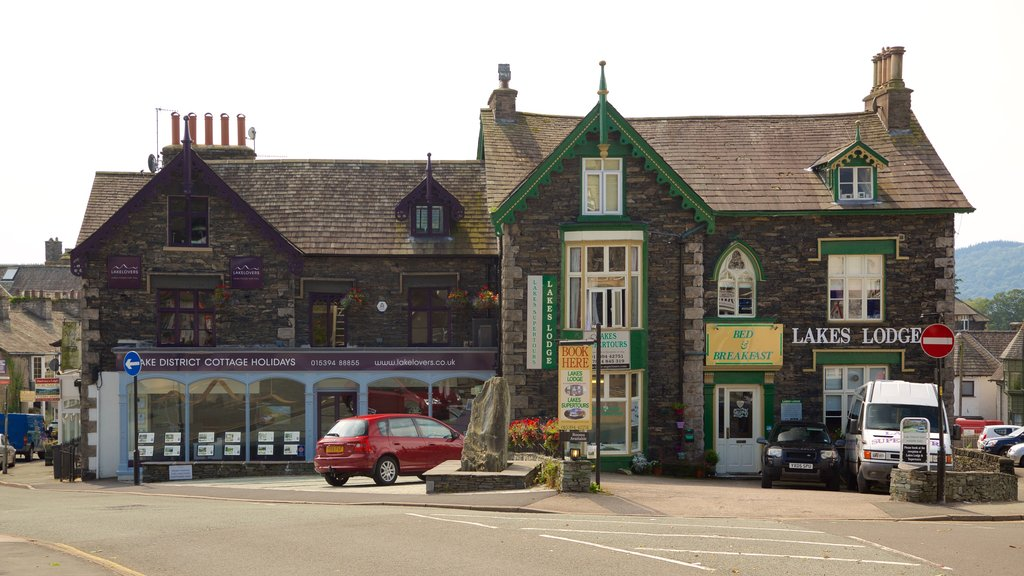 Windermere showing heritage architecture, signage and a small town or village