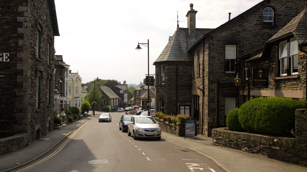Windermere which includes a small town or village and street scenes