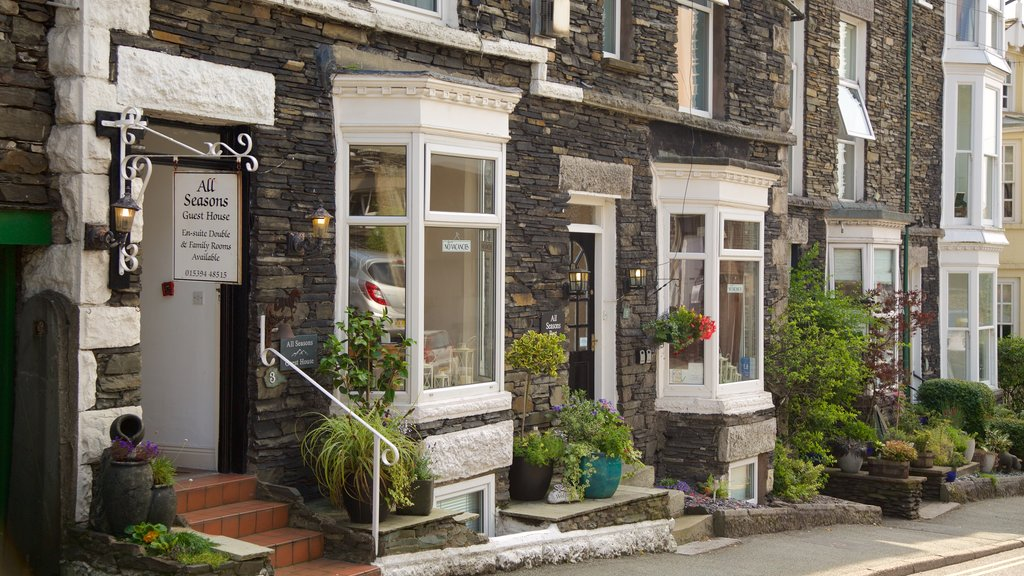 Windermere featuring street scenes, a small town or village and signage