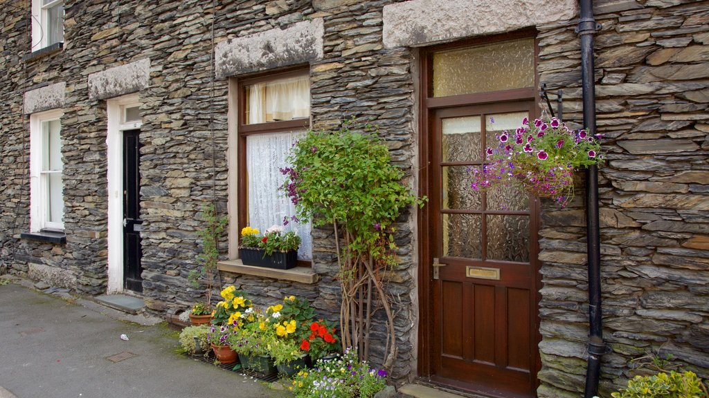 Windermere which includes flowers and heritage architecture